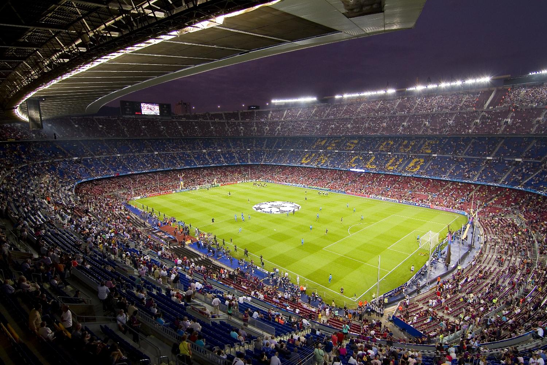Najskuteczniejsze ustawienie zapewnia siatka złożona z trójkątów, tworzących rysunek diamentuz napastnikiem na szczycie. Taka grała FC Barcelona w zwycięskim sezonie 2010/2011. (fot. shutterstock.com)