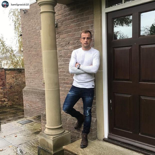 Kamil Grosicki przed domem