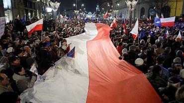 Demonstracje przeciw ustawom o sądach w całej Polsce. Dane policji: było łącznie 11 tys. protestujących