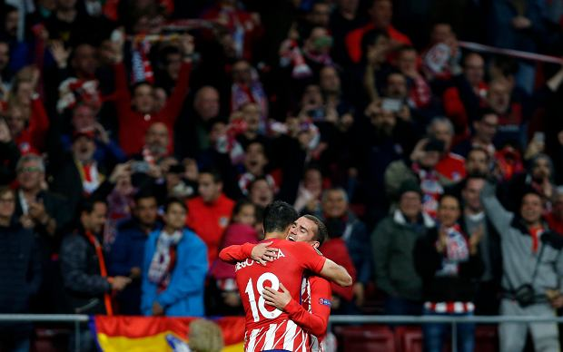 Atletico's Diego Costa, left, celebrates with Antoine Griezmann after scoring his side's opening goal during the Europa League semifinal, second leg soccer match between Atletico Madrid and Arsenal at the Metropolitano stadium in Madrid, Spain, Thursday, May 3, 2018. (AP Photo/Francisco Seco) SLOWA KLUCZOWE: XEUROPALEAGUEX
