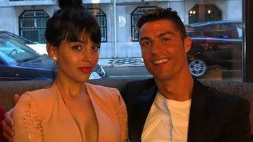 Ronaldo oświadczył się Georginie? Machała pierścionkiem z diamentem