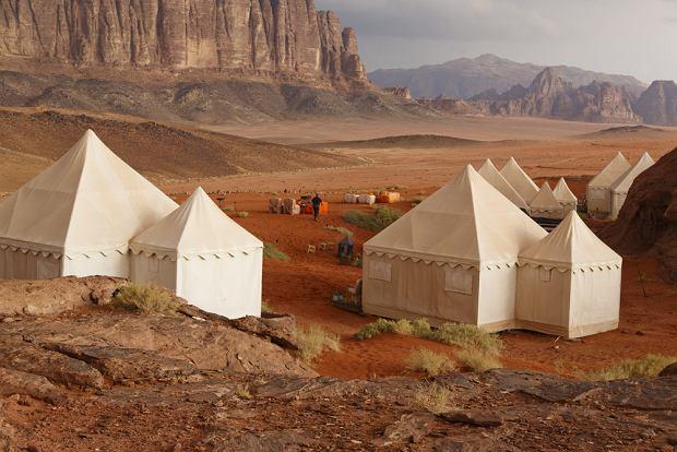 Przykładowe obozowisko, w którym można zanocować na pustyni Wadi Rum