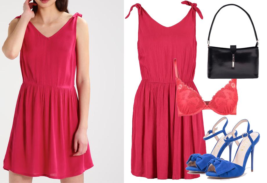 czerwona sukienka niebieskie szpilki torebka