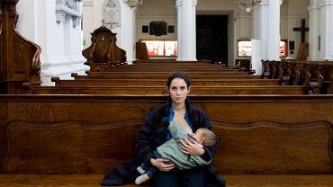 """Odsłonić pierś w kościele i nakarmić dziecko? """"To naturalna czynność"""""""