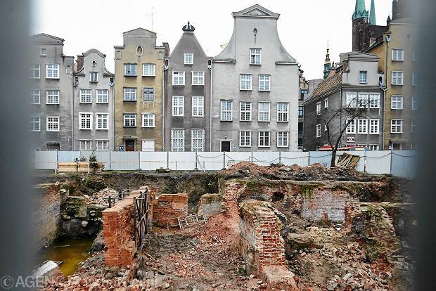 23.12.2015, Gdansk Prace budowlane przy piwnicach kamienic przy ul. Swietego Ducha 68. Fot. Jan Rusek / Agencja Gazeta