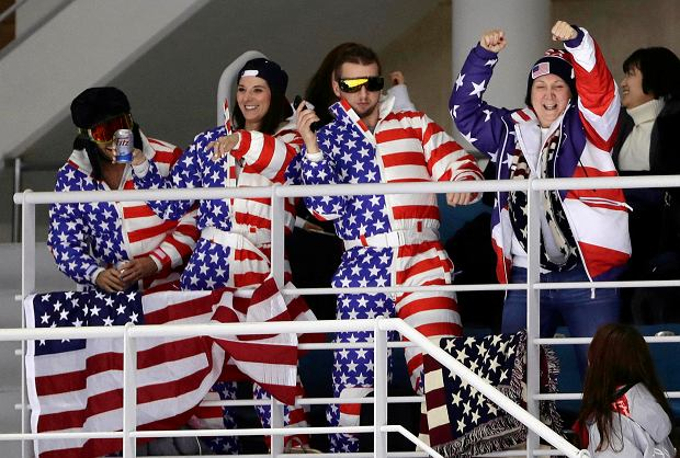 Fans cheer during the second period of the preliminary round of the women's hockey game between the United States and the team from Russia at the 2018 Winter Olympics in Gangneung, South Korea, Tuesday, Feb. 13, 2018. (AP Photo/Frank Franklin II) SLOWA KLUCZOWE: 2018 Pyeongchang Olympic Games;Winter Olympic games;Sports;Events;XXIII Olympiad