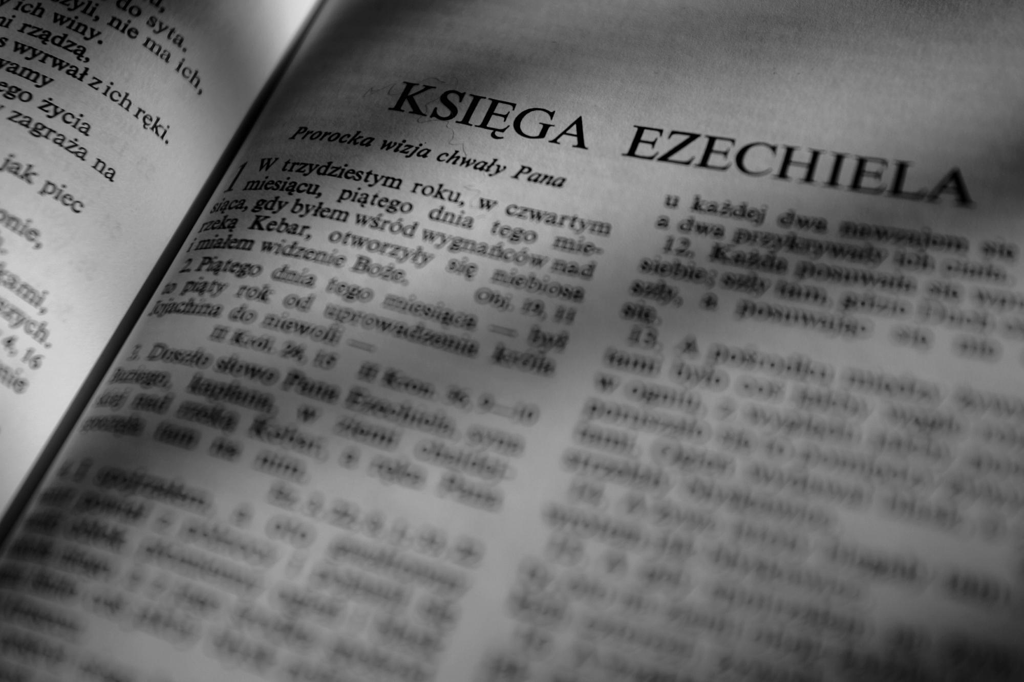 Wizyta duszpasterska sprowadza się dziś przede wszystkim do zbiórki pieniędzy (fot. Dominik Sadowski / Agencja Gazeta)