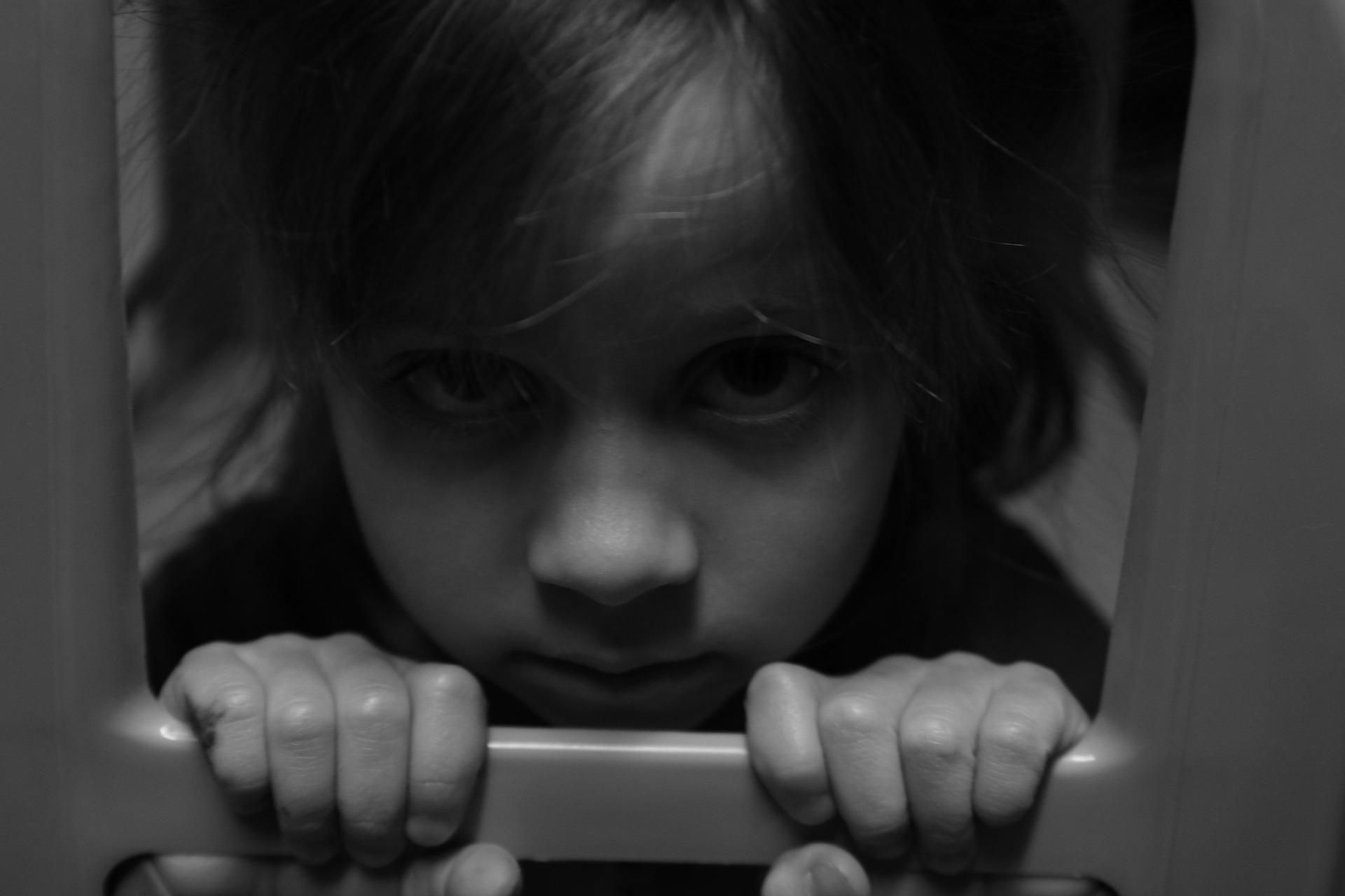 Wielu dzieciom, które trafiają do pieczy zastępczej udaje się pomóc. Jako dorośli radzą sobie świetnie (fot. pixabay.com)
