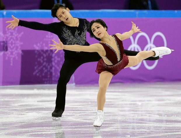Sui Wenjing and Han Cong of China perform in the pair figure skating short program in the Gangneung Ice Arena at the 2018 Winter Olympics in Gangneung, South Korea, Wednesday, Feb. 14, 2018. (AP Photo/David J. Phillip) SLOWA KLUCZOWE: 2018 Pyeongchang Olympic Games;Winter Olympic games;Sports;Events;XXIII Olympiad