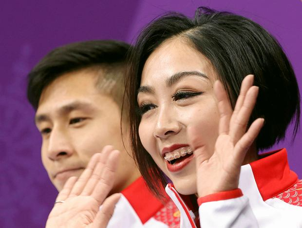 Sui Wenjing and Han Cong of China react as they wait for their scores following their performance in the pair figure skating short program in the Gangneung Ice Arena at the 2018 Winter Olympics in Gangneung, South Korea, Wednesday, Feb. 14, 2018. (AP Photo/Bernat Armangue) SLOWA KLUCZOWE: 2018 Pyeongchang Olympic Games;Winter Olympic games;Sports;Events;XXIII Olympiad