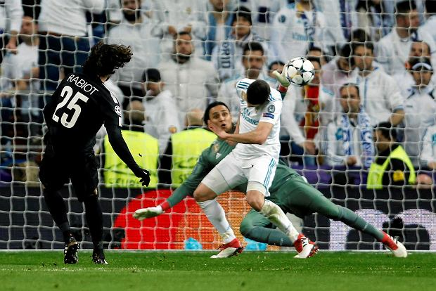 PSG's Adrien Rabiot, left, scores the opening goal past Real Madrid goalkeeper Keylor Navas during a Champions League Round of 16 first leg soccer match between Real Madrid and Paris Saint Germain at the Santiago Bernabeu stadium in Madrid, Spain, Wednesday, Feb. 14, 2018. (AP Photo/Francisco Seco)