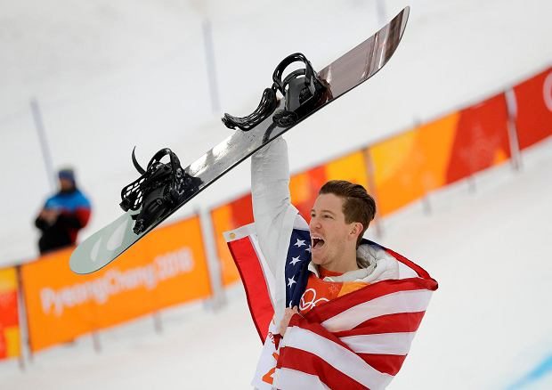 Gold medal winner Shaun White, of the United States, reacts after finishing his run during the men's halfpipe finals at Phoenix Snow Park at the 2018 Winter Olympics in Pyeongchang, South Korea, Wednesday, Feb. 14, 2018. (AP Photo/Lee Jin-man) SLOWA KLUCZOWE: 2018 Pyeongchang Olympic Games;Winter Olympic games;Sports;Events;XXIII Olympiad