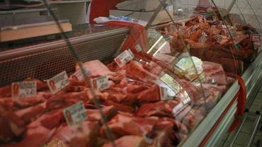 Polska ma duży problem z jakością mięsa w sklepach. Trują nas. Zatrważające wyniki po dużej kontroli