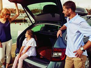 Podróżując z rodziną, nie traktuj drogi jak toru wyścigowego. Gdy jedziesz wolniej, minimalizujesz ryzyko popełnienia błędu