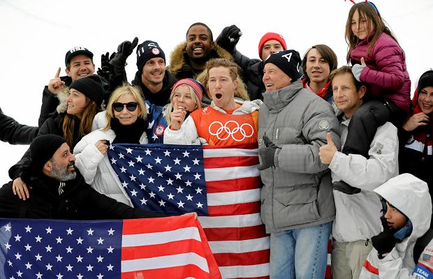 Shaun White, of the United States, celebrates winning gold after the men's halfpipe finals at Phoenix Snow Park at the 2018 Winter Olympics in Pyeongchang, South Korea, Wednesday, Feb. 14, 2018. (AP Photo/Lee Jin-man) SLOWA KLUCZOWE: 2018 Pyeongchang Olympic Games;Winter Olympic games;Sports;Events;XXIII Olympiad