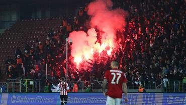 Dramatyczne sceny podczas derbów Krakowa. 5 goli, dym i przerwany mecz