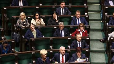Nie ma Dudy, nie ma Szydło, nie ma Kaczyńskiego. Tak Sejm debatuje nad ustawami o sądach