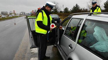 Można nagrywać policjanta podczas kontroli? Lepiej nie ignoruj tej wiedzy