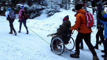 Pomogli koledze na wózku dojechać do Morskiego Oka. Szukali ich w całej Polsce