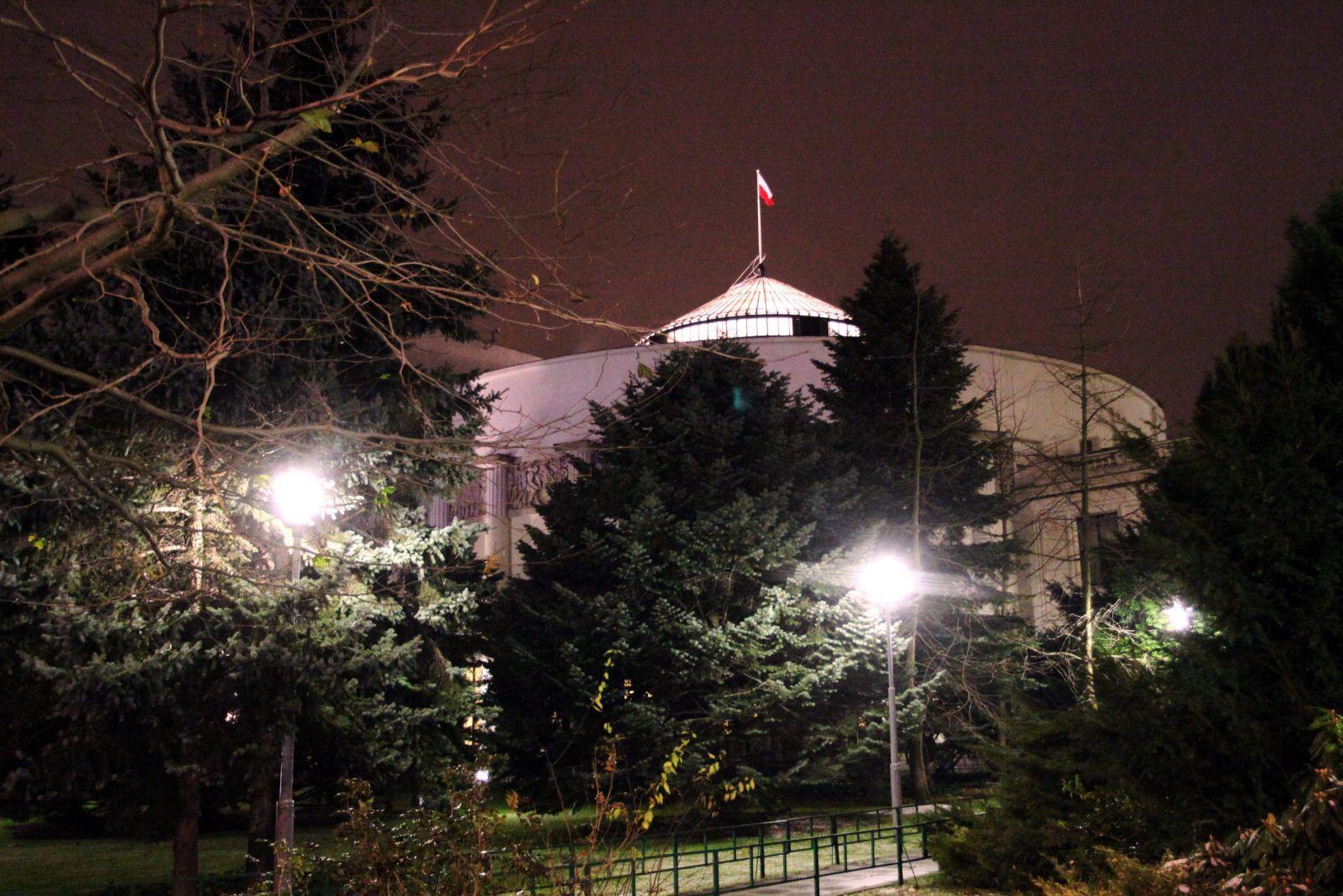 T30.11.2016 Warszawa , Sejm . Gmach noca .Fot . Slawomir Kaminski / Agencja Gazeta