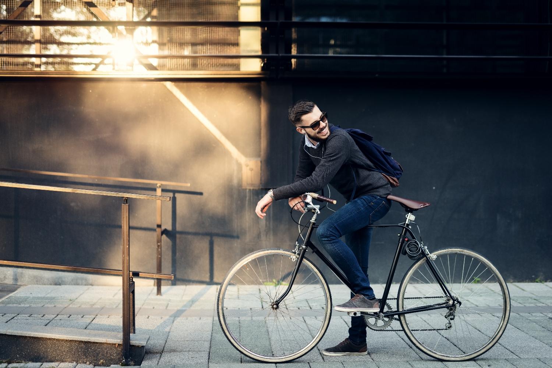 Wolności szukamy w różnych dziedzinach życia, starając się jednocześnie uczynić je choć odrobinę łatwiejszym. Stąd coraz większa popularność np. rowerów miejskich. (fot. shutterstock.com)
