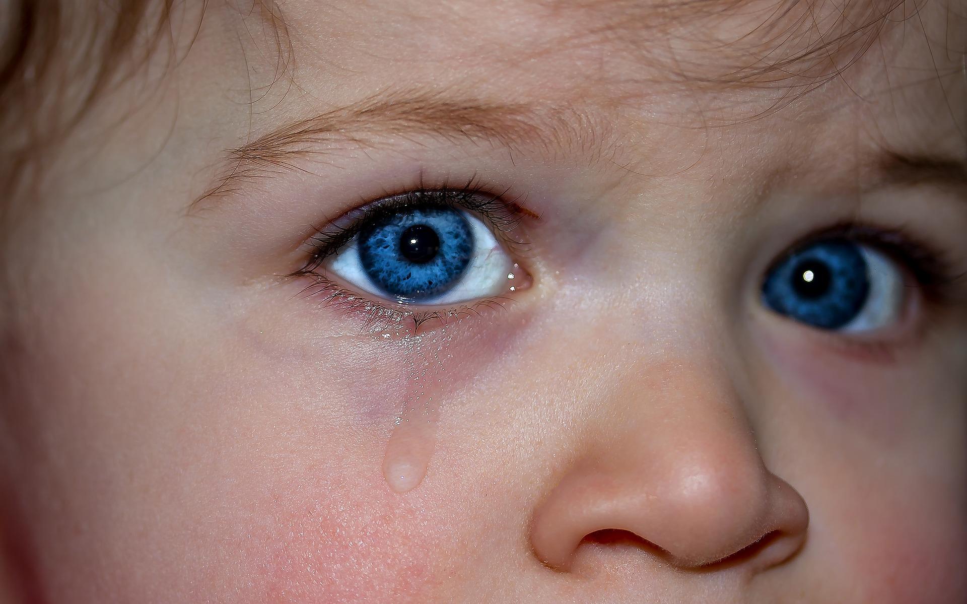 Najgorzej pobyt w rodzinie zastępczej znoszą maluchy (fot. pixabay.com)