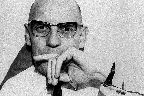 Jest 1958 rok. Do mieszkania w Warszawie wprowadza się Michel Foucault. Polskę opuści w atmosferze skandalu