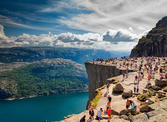 Wędrówki po Skandynawii to gwarancja niezapomnianych widoków. Fot. iStock