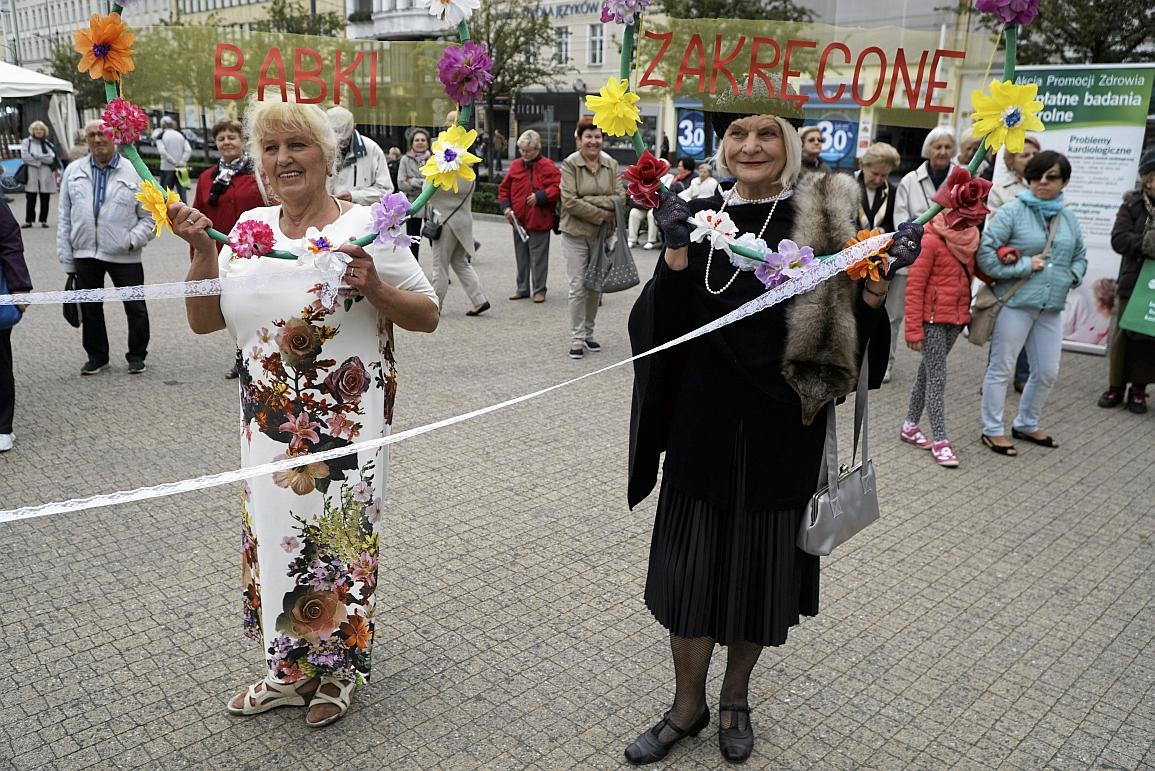 Plac Wolności. Impreza senioralna - przekazanie kluczy do miasta seniorom (fot. Łukasz Cynalewski / Agencja Gazeta)