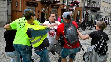 """Policja zajmuje się pobiciem na proteście w Radomiu. Młodzież Wszechpolska: ''Tylko się broniliśmy"""""""