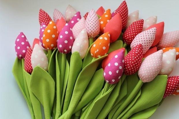 Materiałowe tulipany, czyli kwiaty, które nigdy nie zwiędną. Kupisz na dawanda.pl w butiku Bawełniany Raj za 8,50 zł/szt.