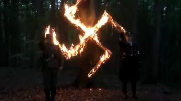 Płonąca swastyka, świętowanie urodzin Hitlera. Dziennikarze przeniknęli do grupy polskich neonazistów