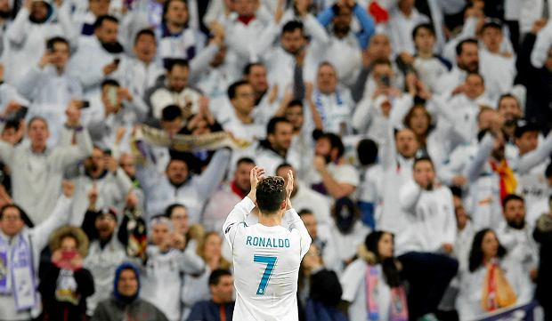 Real Madrid's Cristiano Ronaldo greets supporters at the end of a Champions League quarter-final, 2nd leg soccer match between Real Madrid and Juventus at the Santiago Bernabeu stadium in Madrid, Spain, Wednesday, April 11, 2018. (AP Photo/Paul White) SLOWA KLUCZOWE: XCHAMPIONSLEAGUEX