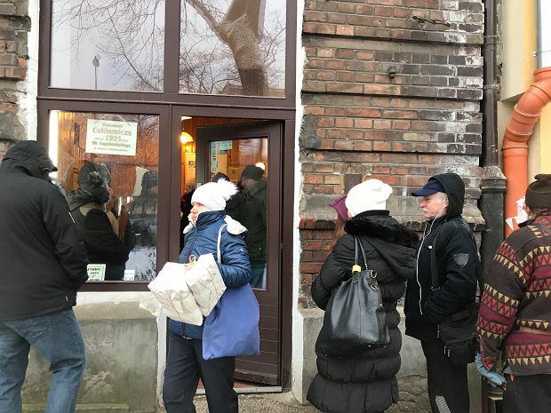 Tłusty czwartek 2017 - kolejka przed Pracownią Cukierniczą na Górczewskiej