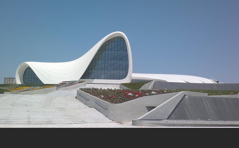 Heydar Aliyev Cultural Center w Baku, proj. Zaha Hadid. fot. Public Domain