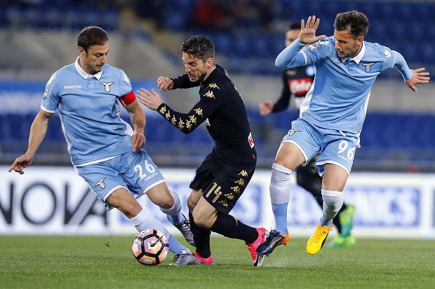 Napoli's Dries Martens, center, Lazio's Alessandro Murgia, right, and Stefan Radu vie for the ball during the Italian Serie A soccer match between Lazio and Napoli at the Olympic stadium in Rome, Italy, Sunday, April 9, 2017. (Angelo Carconi/ANSA via AP)