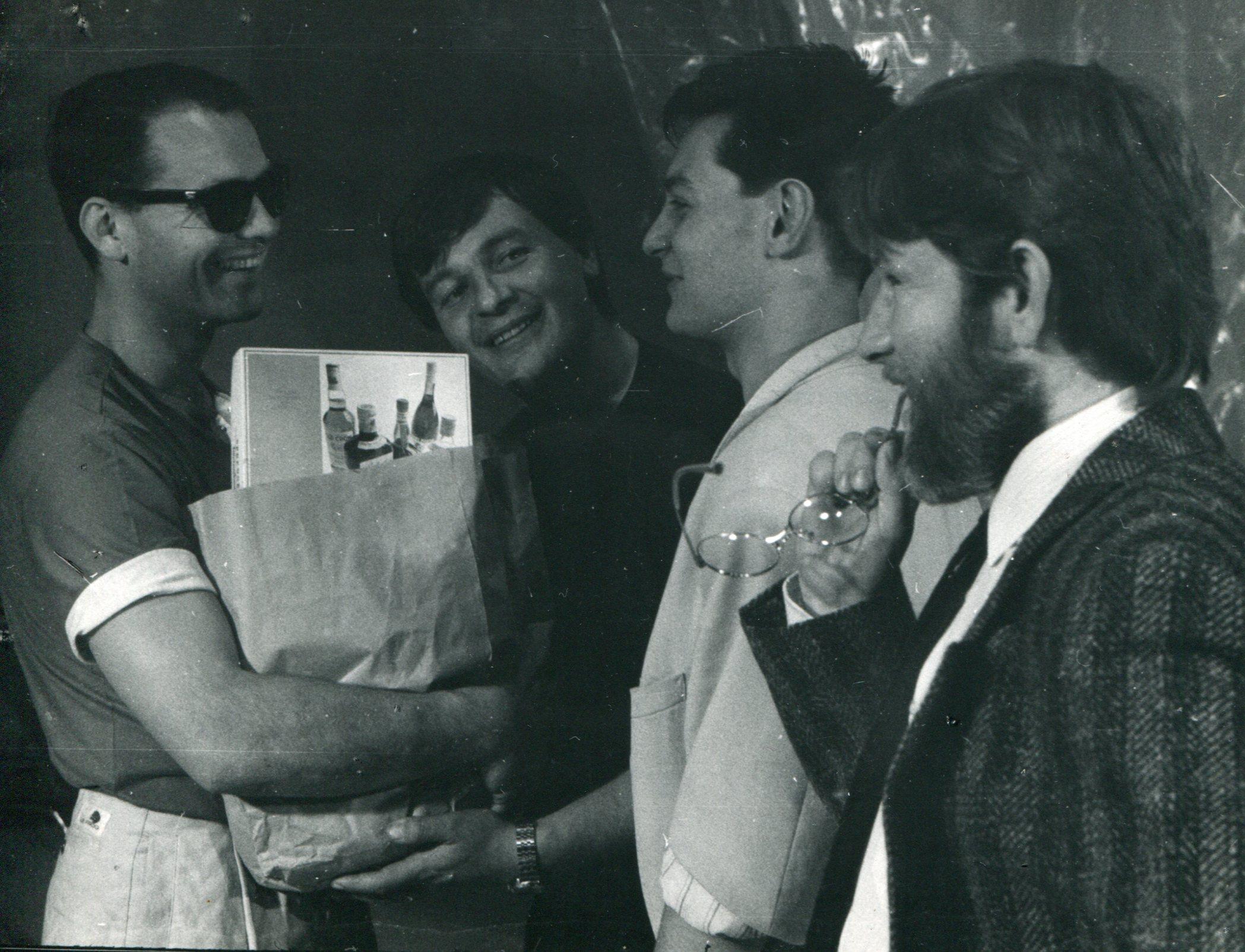 Zdjęcia archiwalne spektaklu 'Normalne serce' w reż. Grzegorza Mrówczyńskiego, wystawionego w 1987 roku w Teatrze Polskim w Poznaniu (fot. Rafał Jasionowicz)