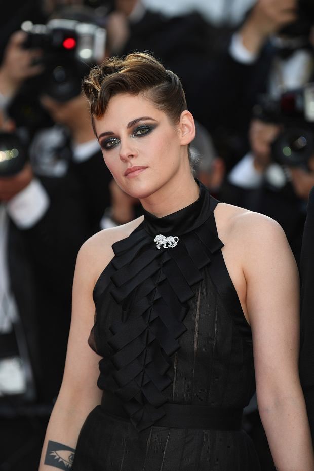 Jury member Kristen Stewart poses for photographers upon arrival at the opening ceremony of the 71st international film festival, Cannes, southern France, Tuesday, May 8, 2018. (Photo by Arthur Mola/Invision/AP)