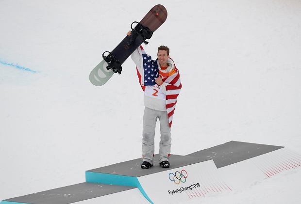 Shaun White, of the United States, celebrates his gold medal after the men's halfpipe finals at Phoenix Snow Park at the 2018 Winter Olympics in Pyeongchang, South Korea, Wednesday, Feb. 14, 2018. (AP Photo/Kin Cheung) SLOWA KLUCZOWE: 2018 Pyeongchang Olympic Games;Winter Olympic games;Sports;Events;XXIII Olympiad
