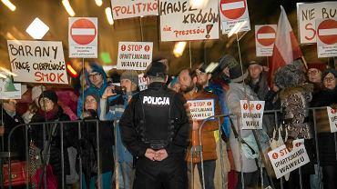 """""""To oburzające, nie da się tego obronić"""". Gugała o proteście podczas wizyty Kaczyńskiego na Wawelu"""