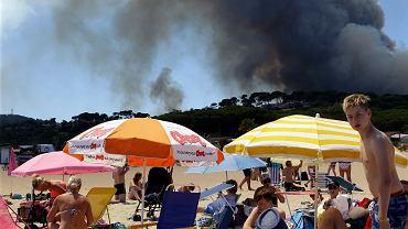 Potężne pożary na południu Francji. Ale turystów nic od plażowania nie odstrasza