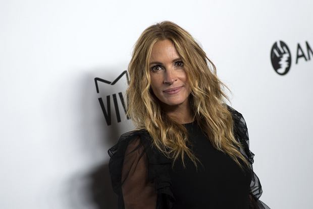 TYLKO DLA GRA! Actress Julia Roberts the attends the amfAR Gala Los Angeles in her honoer on October 13, 2017 in Beverly Hills, California. / AFP PHOTO / VALERIE MACON