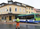 Autobus w Niemczech nagle zjechał i wbił się w budynek. Dzieci są w stanie krytycznym