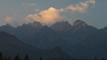Fotografował wschód słońca w Tatrach. Spadł z wysokości 15 metrów