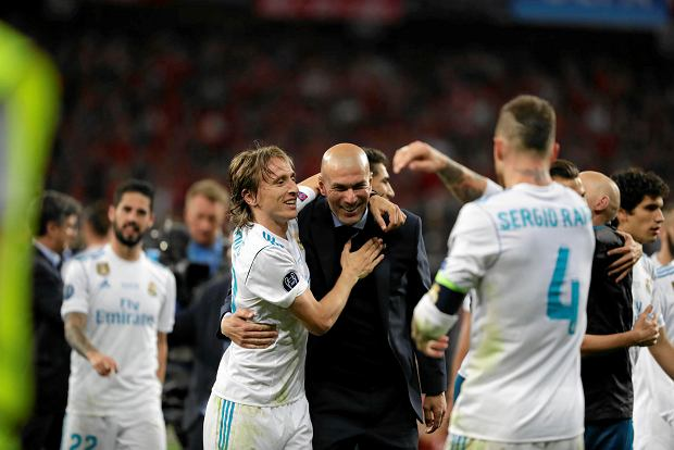 Real Madrid coach Zinedine Zidane, center, celebrates with his team after winning the Champions League Final soccer match between Real Madrid and Liverpool at the Olimpiyskiy Stadium in Kiev, Ukraine, Saturday, May 26, 2018. (AP Photo/Sergei Grits)