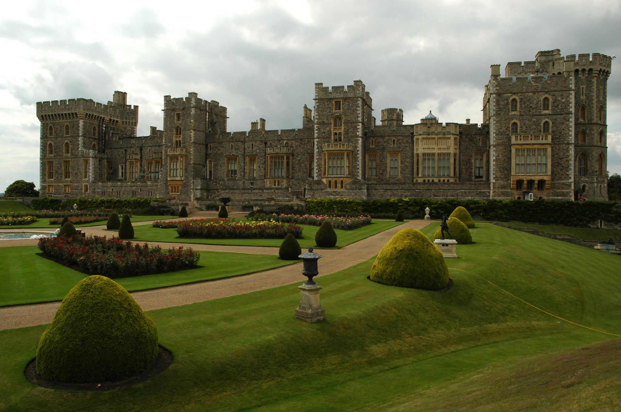 Zamek Windsor - strona wschodnia (fot. David Watterson / Wikimedia.org / CC BY-SA 2.0)