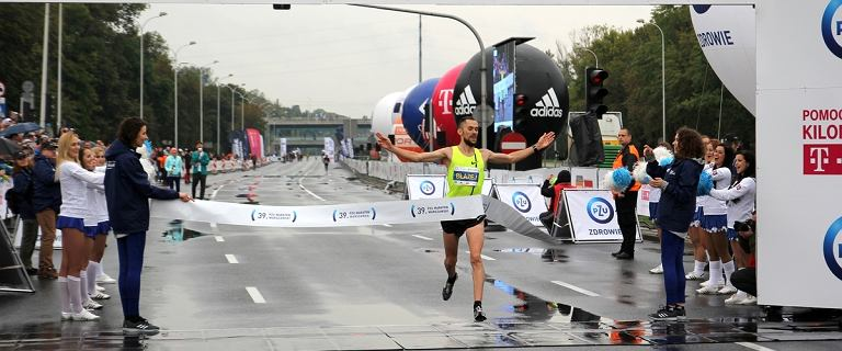 Polak triumfował podczas Maratonu Warszawskiego! Był bezkonkurencyjny - 3 Kenijczyków zostawił daleko w tyle