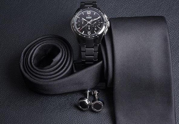Czarny zegarek - elegancja ponad wszystko