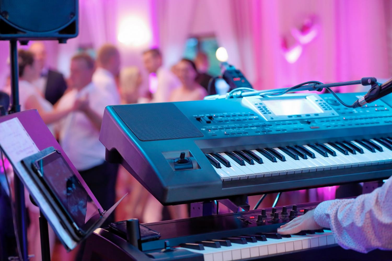 Muzycy grający na weselach rzadko mogą liczyć na godziwą stawkę (fot. Shutterstock)