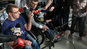 """Niepełnosprawni z Sejmu zabrali głos. """"Nie chcemy już być stłamszeni. Tylko żeby nie było, że to się stało teraz"""""""